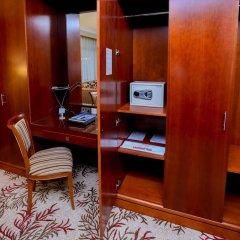 Ramee Royal Hotel сейф в номере