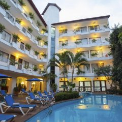 Отель Los Arcos Suites Пуэрто-Вальярта бассейн