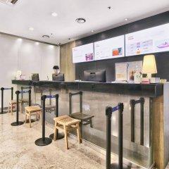 Отель Ramada Hotel and Suites Seoul Namdaemun Южная Корея, Сеул - 1 отзыв об отеле, цены и фото номеров - забронировать отель Ramada Hotel and Suites Seoul Namdaemun онлайн гостиничный бар