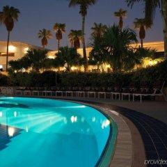 Отель Le Meridien Dubai Hotel & Conference Centre ОАЭ, Дубай - отзывы, цены и фото номеров - забронировать отель Le Meridien Dubai Hotel & Conference Centre онлайн бассейн