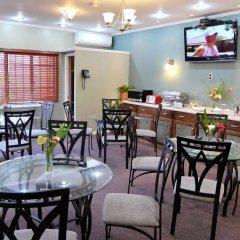 Отель Culture Crossroads Inn гостиничный бар