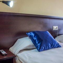 Отель Hostal Hotil сейф в номере