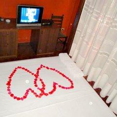 Отель Hotek Epidami сейф в номере