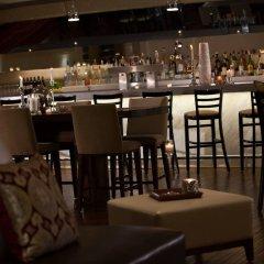 Отель Renaissance Newark Airport Hotel США, Элизабет - отзывы, цены и фото номеров - забронировать отель Renaissance Newark Airport Hotel онлайн гостиничный бар