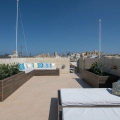 Отель Julesys BnB Мальта, Гранд-Харбор - отзывы, цены и фото номеров - забронировать отель Julesys BnB онлайн бассейн фото 3