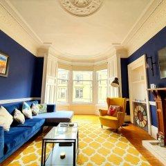 Апартаменты Gorgeous Light Apartment In West End Глазго комната для гостей