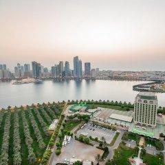 Отель Holiday International Sharjah ОАЭ, Шарджа - 5 отзывов об отеле, цены и фото номеров - забронировать отель Holiday International Sharjah онлайн приотельная территория фото 2