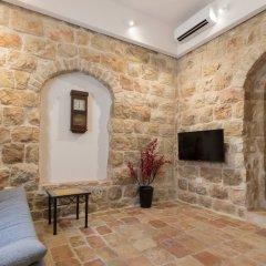 Best Location Jerusalem Stone Apartment Израиль, Иерусалим - отзывы, цены и фото номеров - забронировать отель Best Location Jerusalem Stone Apartment онлайн комната для гостей фото 2
