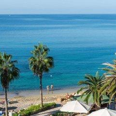 Coral Beach Hotel and Resort пляж