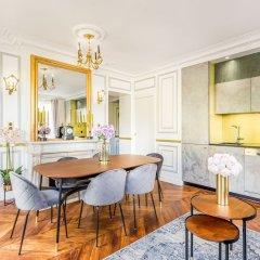 Отель Sunshine 2 bedroom - Luxury at Louvre Париж фото 18