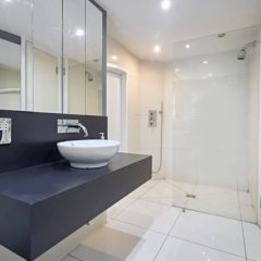 Апартаменты Beautiful Kensington 2 Bedroom Luxury Apartment Лондон ванная фото 2