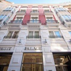 Отель Petit Palace Plaza de la Reina Валенсия вид на фасад