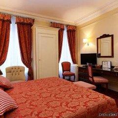 Отель Queen Mary Opera сейф в номере