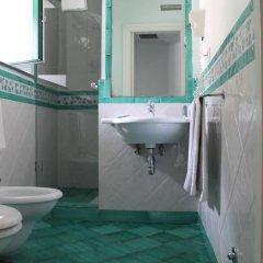 Отель Centrale Amalfi Италия, Амальфи - отзывы, цены и фото номеров - забронировать отель Centrale Amalfi онлайн ванная фото 2