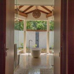 Отель Furaveri Island Resort & Spa Мальдивы, Медупару - отзывы, цены и фото номеров - забронировать отель Furaveri Island Resort & Spa онлайн ванная фото 2