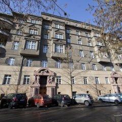 Апартаменты Spacious Treetop Apartment by easyBNB Прага парковка