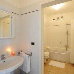 Отель Residence Porto Letizia Порлецца ванная фото 2