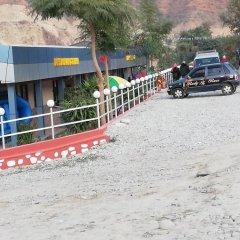 Отель Taj Riverside Resort and Adventure Непал, Катманду - отзывы, цены и фото номеров - забронировать отель Taj Riverside Resort and Adventure онлайн парковка