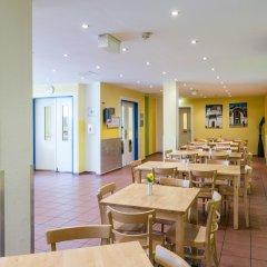 Отель A&O Wien Stadthalle Австрия, Вена - 11 отзывов об отеле, цены и фото номеров - забронировать отель A&O Wien Stadthalle онлайн питание