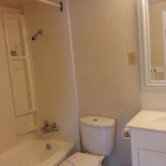 Отель 401 Inn Канада, Бурнаби - отзывы, цены и фото номеров - забронировать отель 401 Inn онлайн ванная