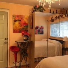 Отель Diana's Luxury Bed and Breakfast Канада, Ванкувер - отзывы, цены и фото номеров - забронировать отель Diana's Luxury Bed and Breakfast онлайн удобства в номере фото 2
