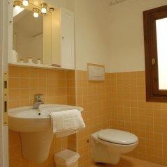 Отель Guest House Al Milion Италия, Венеция - отзывы, цены и фото номеров - забронировать отель Guest House Al Milion онлайн ванная фото 2