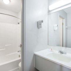 Отель Howard Johnson by Wyndham Quebec City Канада, Квебек - отзывы, цены и фото номеров - забронировать отель Howard Johnson by Wyndham Quebec City онлайн ванная фото 2
