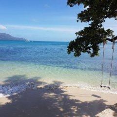 Отель Cerf Island Resort пляж