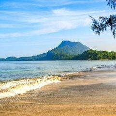 Отель Koh Jum Beach Villas пляж