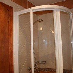 Отель Hostal Conde De La Encina Трухильо ванная