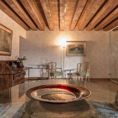 Отель La Fenice Theatre Exclusive Flat Италия, Венеция - отзывы, цены и фото номеров - забронировать отель La Fenice Theatre Exclusive Flat онлайн комната для гостей фото 4