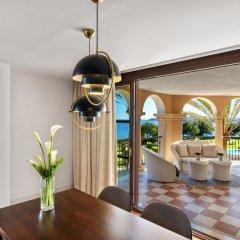 Отель The St. Regis Mardavall Mallorca Resort в номере