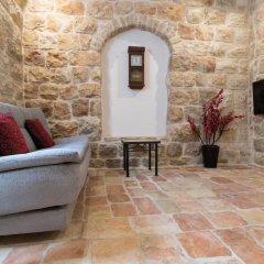 Best Location Jerusalem Stone Apartment Израиль, Иерусалим - отзывы, цены и фото номеров - забронировать отель Best Location Jerusalem Stone Apartment онлайн комната для гостей