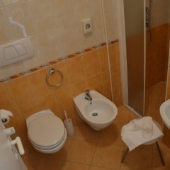 Отель Carolin Италия, Римини - 1 отзыв об отеле, цены и фото номеров - забронировать отель Carolin онлайн ванная фото 2