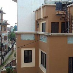 Отель Nepal Inn Bed & Breakfast Непал, Лалитпур - отзывы, цены и фото номеров - забронировать отель Nepal Inn Bed & Breakfast онлайн балкон
