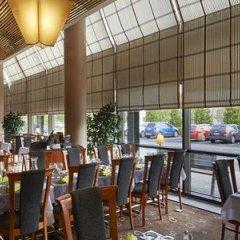 Отель Holiday Inn Helsinki - Vantaa Airport Финляндия, Вантаа - 9 отзывов об отеле, цены и фото номеров - забронировать отель Holiday Inn Helsinki - Vantaa Airport онлайн бассейн фото 2