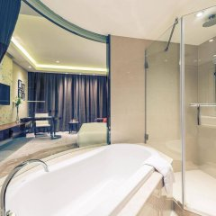 Отель Mercure Shanghai Royalton ванная фото 2