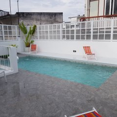 Отель Borbaboom Poshtel бассейн