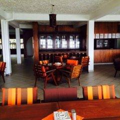 Отель Ypsylon Tourist Resort Шри-Ланка, Берувела - отзывы, цены и фото номеров - забронировать отель Ypsylon Tourist Resort онлайн интерьер отеля фото 3