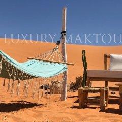 Отель Luxury Maktoub Марокко, Мерзуга - отзывы, цены и фото номеров - забронировать отель Luxury Maktoub онлайн бассейн