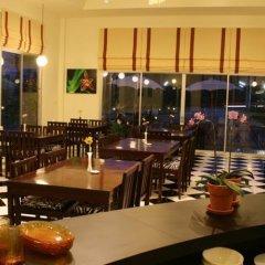 Отель Howdy Relaxing Hotel Таиланд, Краби - отзывы, цены и фото номеров - забронировать отель Howdy Relaxing Hotel онлайн гостиничный бар