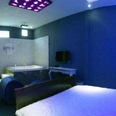 Love Point Hotel Adults Only развлечения