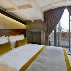 Отель Ikonik The Public комната для гостей