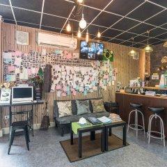 Tiger Lily Hostel Бангкок гостиничный бар