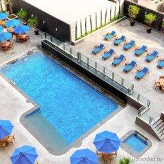 Отель Grand Mercure Singapore Roxy бассейн фото 2