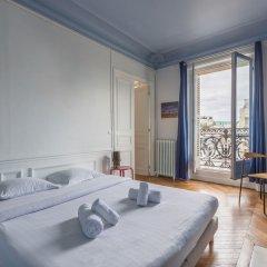 Отель Balcony Views to the Eiffel Tower Франция, Париж - отзывы, цены и фото номеров - забронировать отель Balcony Views to the Eiffel Tower онлайн комната для гостей фото 5