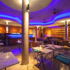 Отель Surin Beach Resort Пхукет гостиничный бар