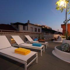 Отель Live in Athens Acropolis Suites бассейн