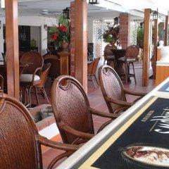 Отель Sunset Shores Beach Hotel Сент-Винсент и Гренадины, Остров Бекия - отзывы, цены и фото номеров - забронировать отель Sunset Shores Beach Hotel онлайн гостиничный бар