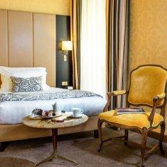 Savoy Hotel в номере